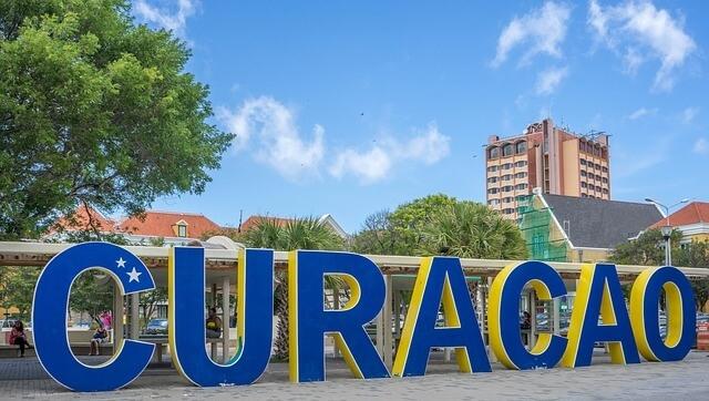 Hatalmas Curacao felirat