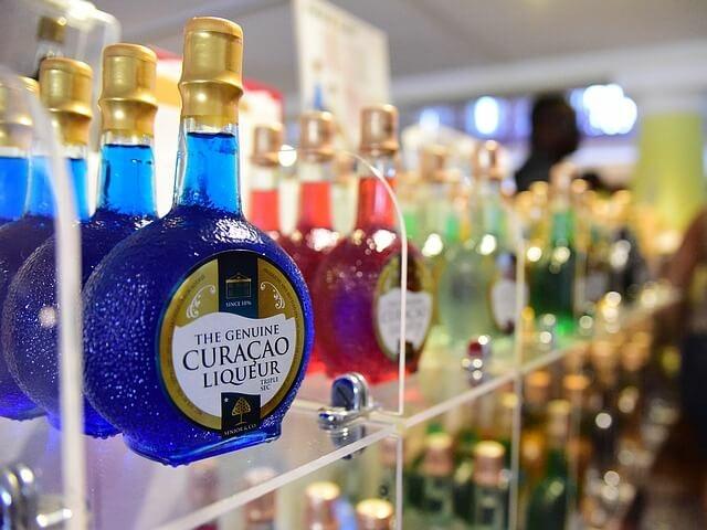 Kék curacao üveg