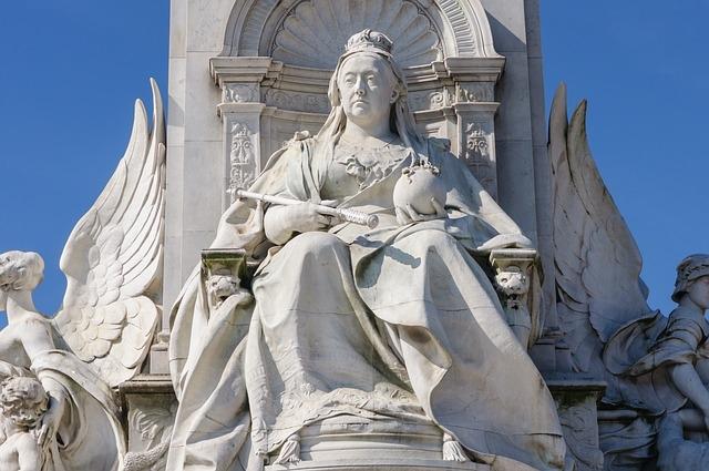 Viktória királynő szobra