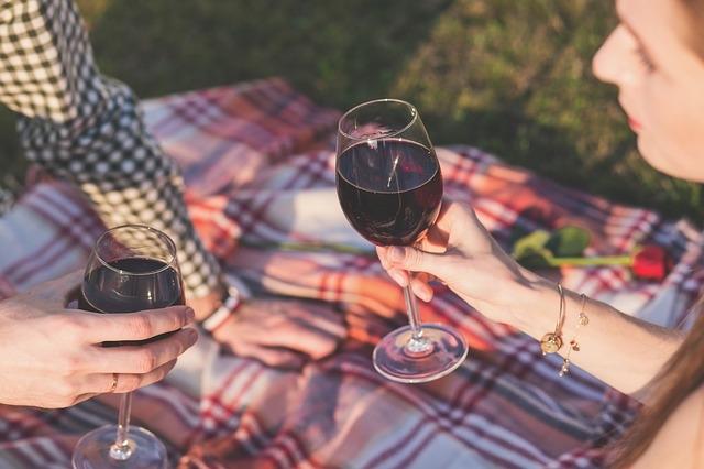 Egy pohár bor kiváló kiegészítő randevúhoz