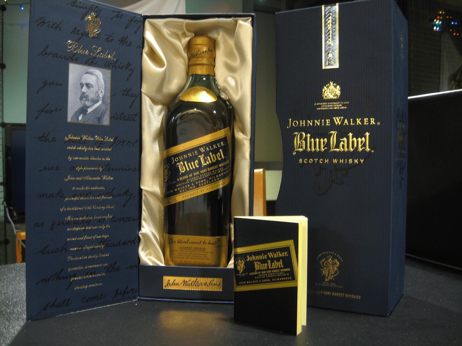 Johnnie Walker Blue Label Whiskey díszdobozos kiszerelésben